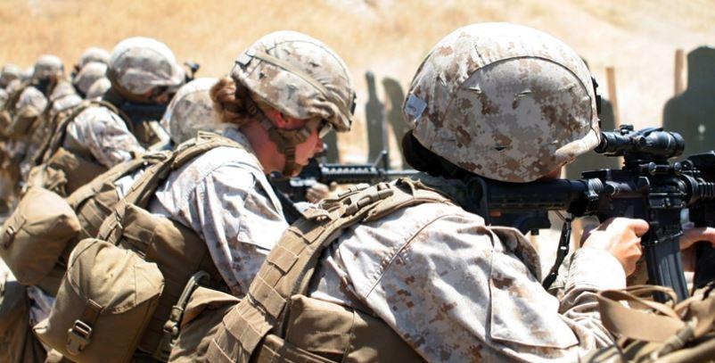 US Marines women in combat