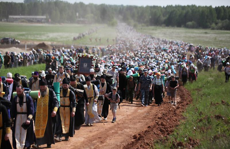 The 60 mile long Kirov Oblast Orthodox Church Procession